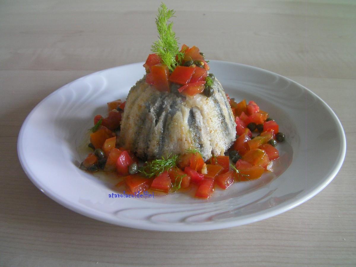 Tortino di alici ripieno di patate su dadolata di pomodori datterino, capperi di scoglio e finocchietto