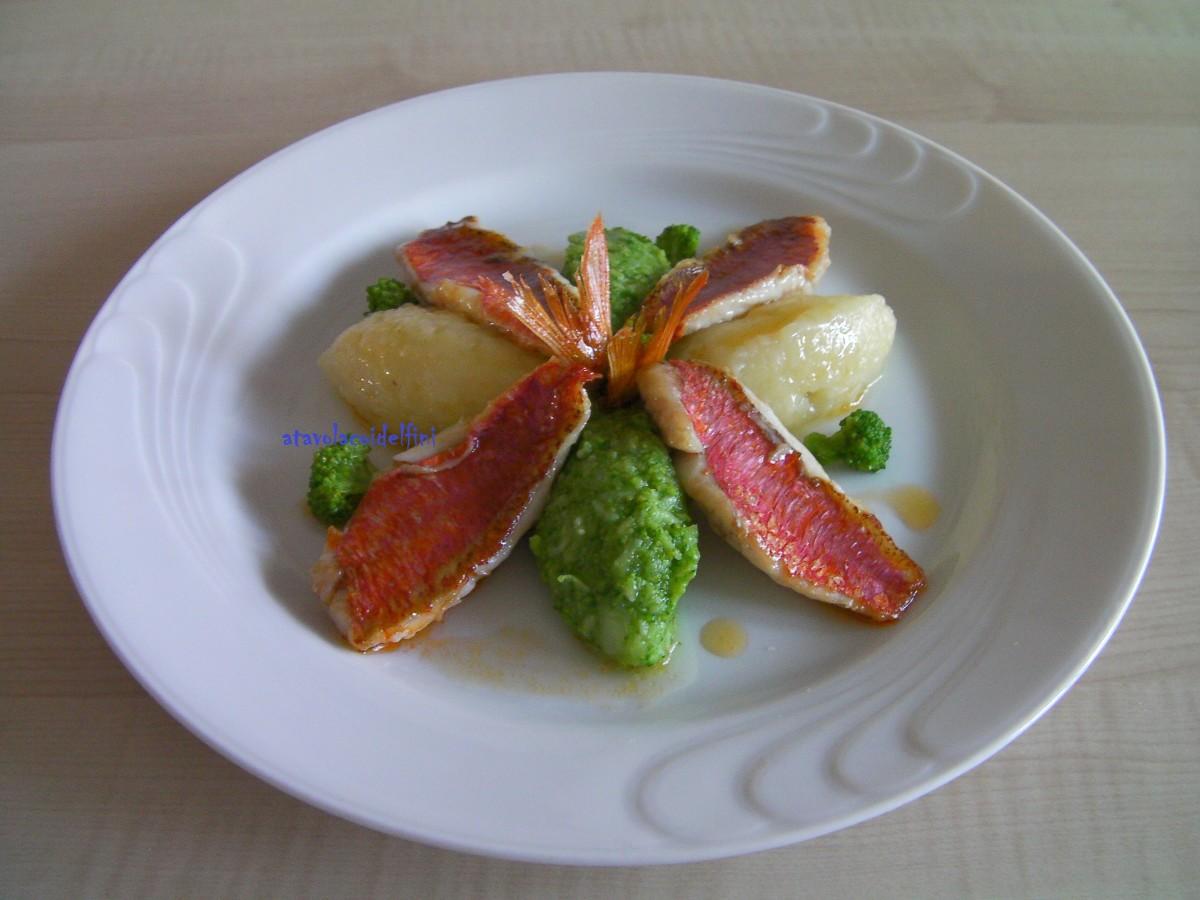 Filetti di triglie rosse dello Ionio con quenelle di patate Sieglinde e broccoli verdi