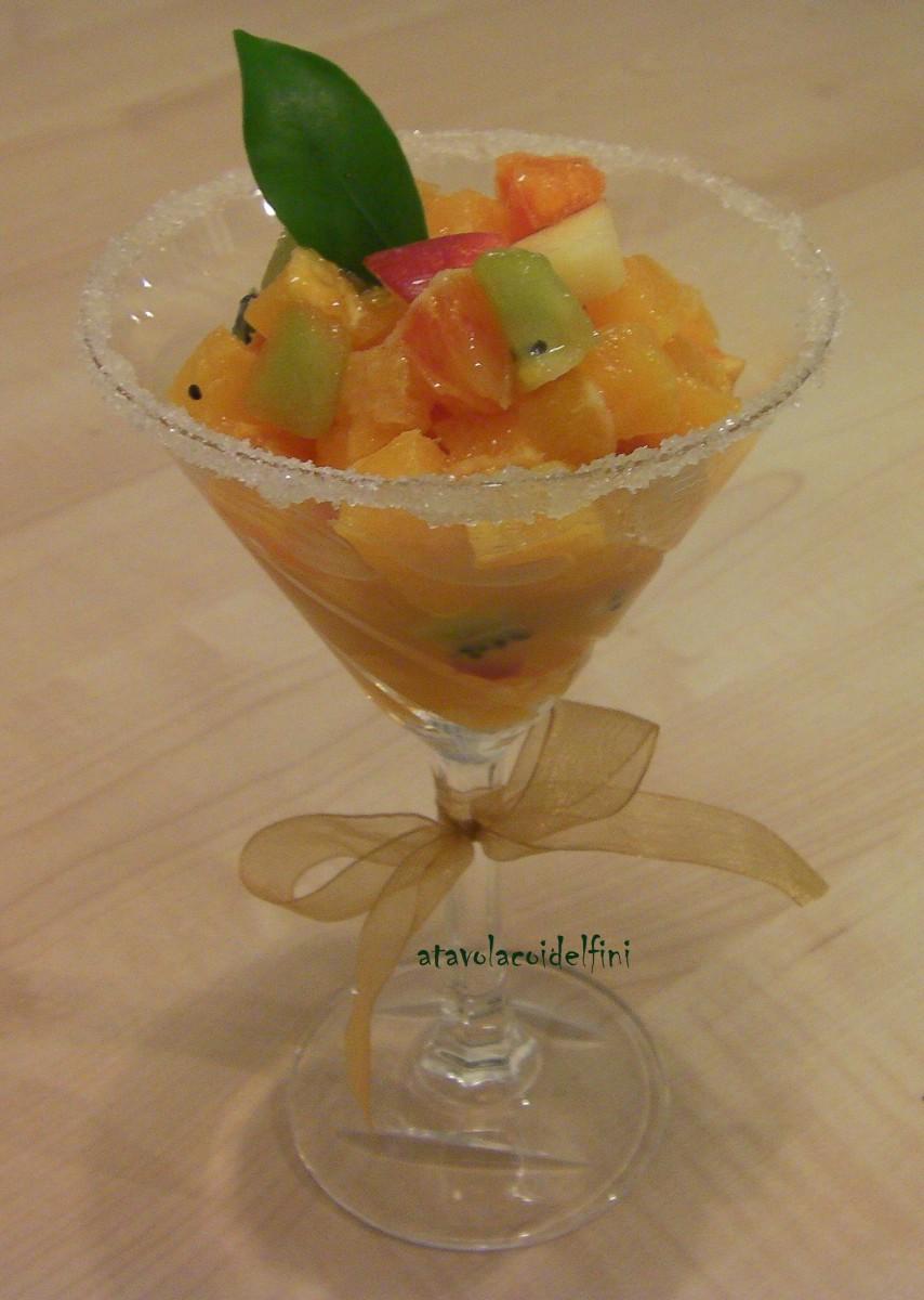 Macedonia di frutta in bicchiere caramellato