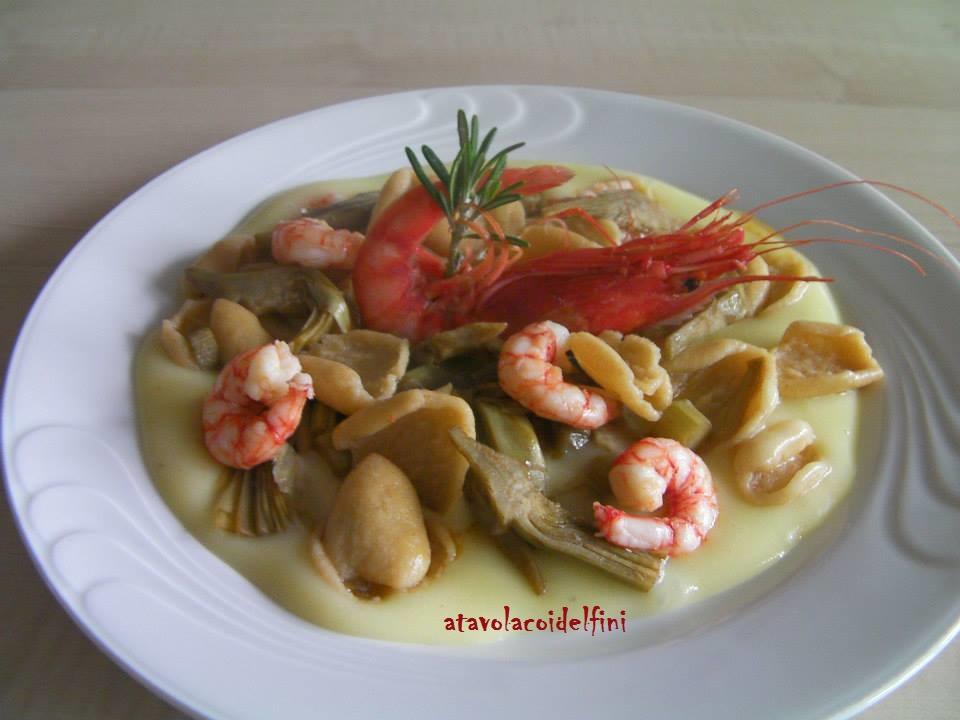 Strascinate integrali con gamberi rossi e carciofi su crema di patate all'aglio