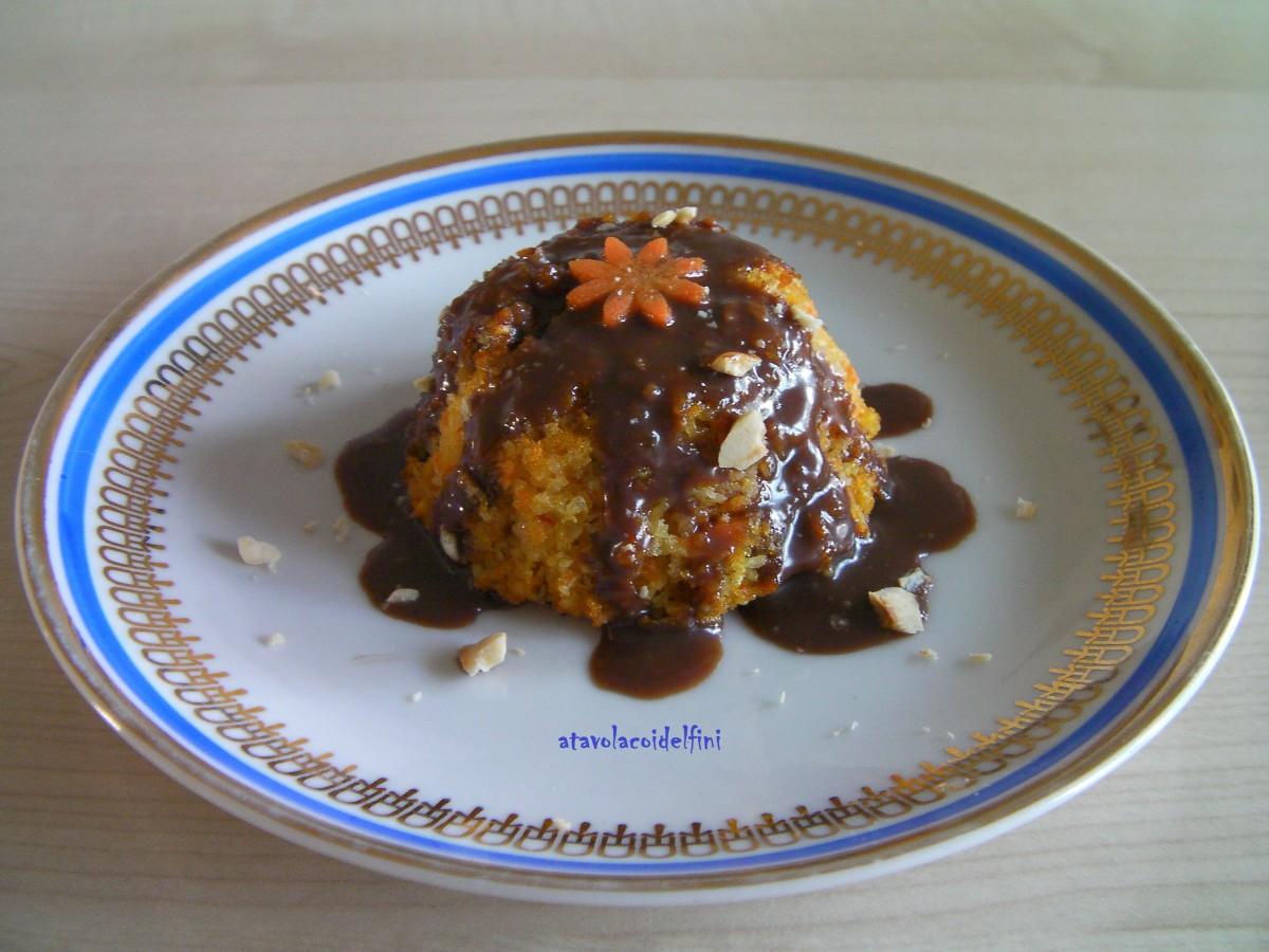 Tortino di carote, mandorle e cocco con liquore al cioccolato fondente