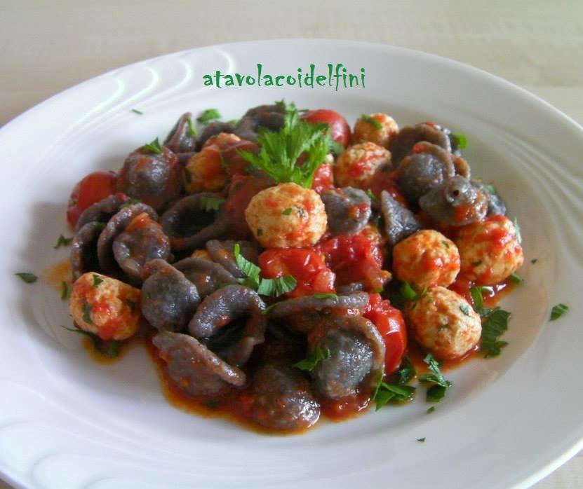 Orecchiette alla crema di olive celline con polpette di pesce palamita al sugo di pomodori ciliegia
