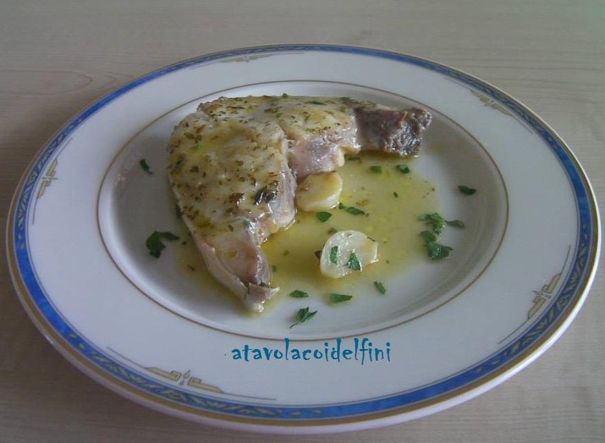 Trancio di gallinella all'aglio e origano al vino bianco Verdeca