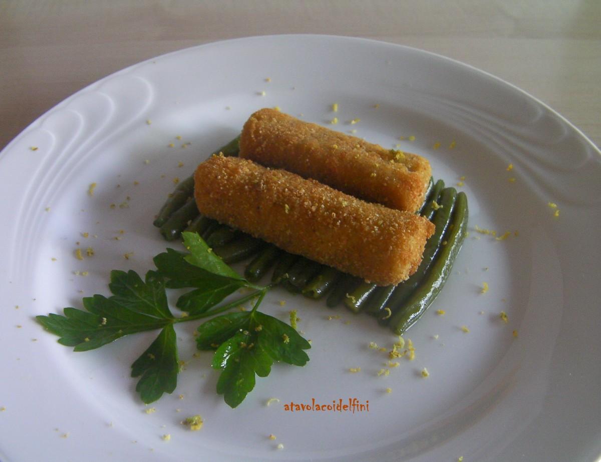 Bastoncini di barracuda in panatura agli agrumi su zattera di fagiolini all'olio evo aromatizzato all'aglio