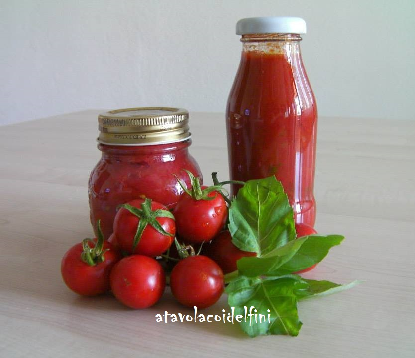 Sughi pronti di pomodori ciliegia