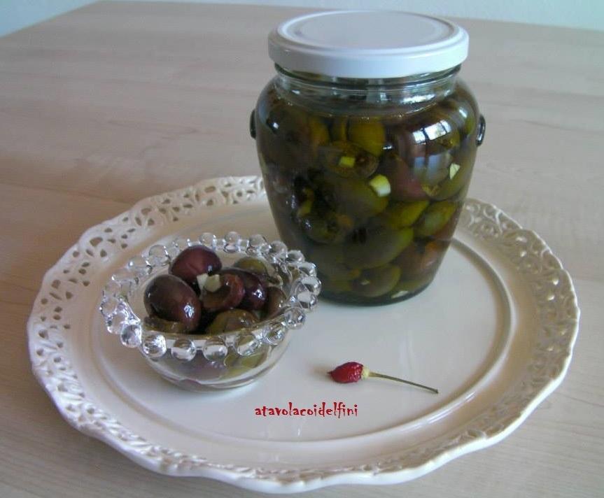 Olive verdi schiacciate in olio evo