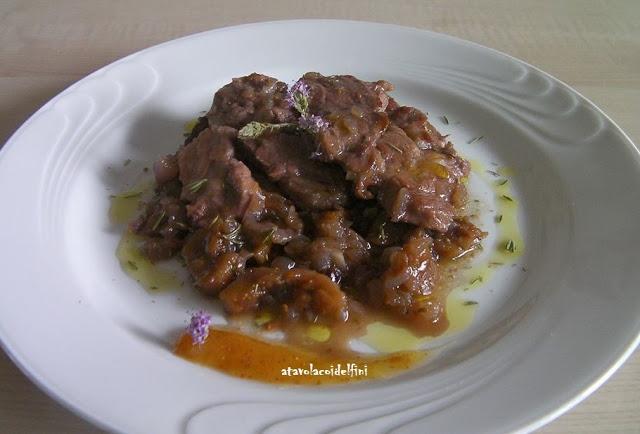 Capocollo di maiale al Primitivo di Manduria con cipolla rossa, fichi secchi, composta di fichi e olio evo aromatizzato al timo selvatico