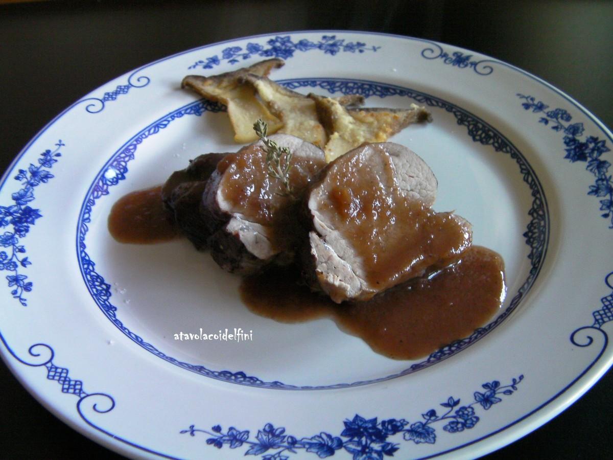 Filetto di maiale al nero di Troia, mele golden e funghi cardoncelli semolati