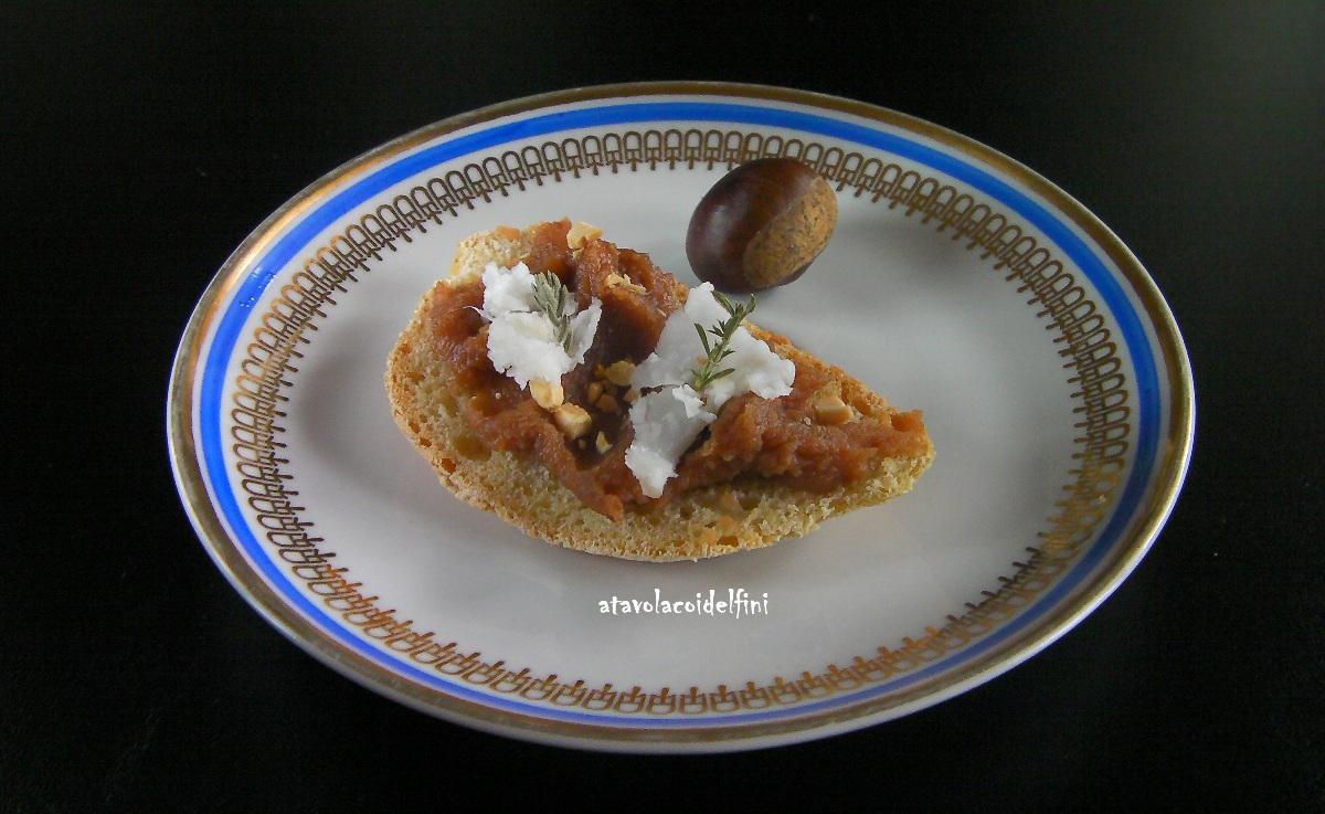 Crostini di semola Cappelli con confettura di castagne, lardo e nocciole