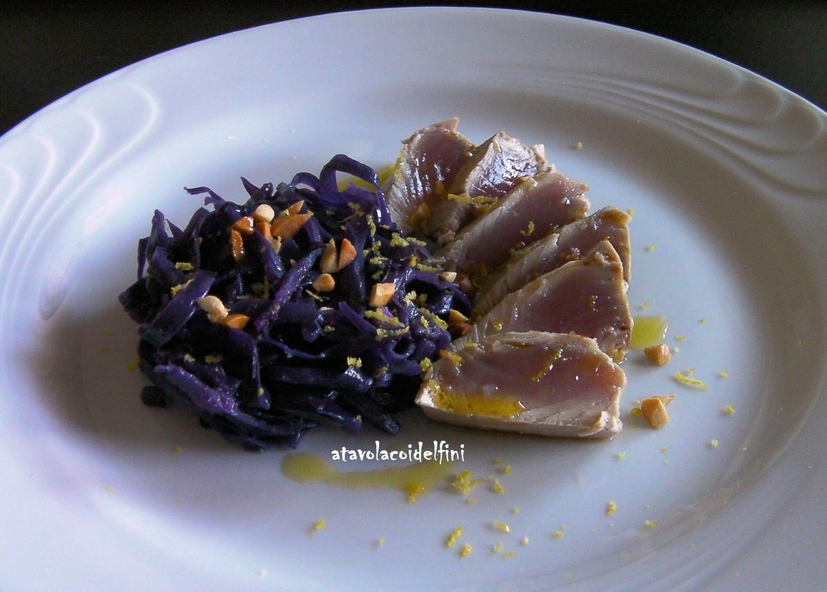 Filetto di palamita arrosto con cavolo viola e granella di arachidi