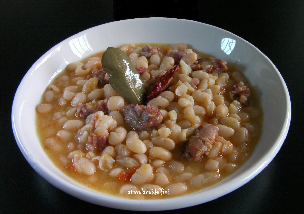 Zuppa di fagioli bianchi, pezzente e cruschi