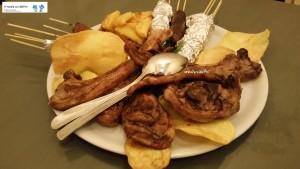Agnello, arrosticini, fegatini e patate di Avezzano