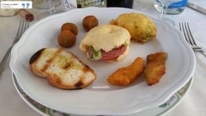 Olive ascolane, pecorino fritto, fiore di zucca e focaccina con ciauscolo