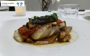 Ombrina scottata con salsa mediterranea e cipolla fritta