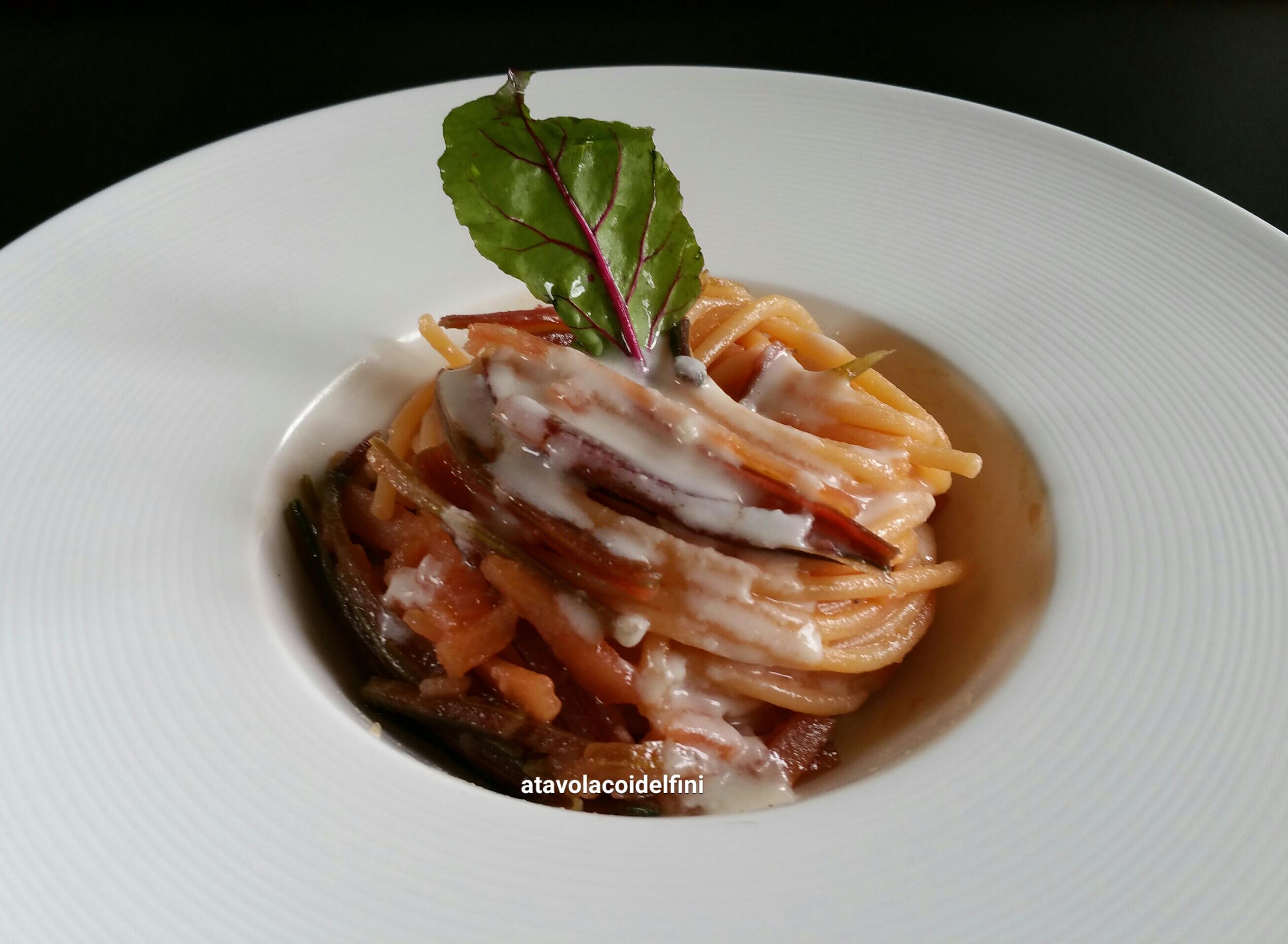 Spaghetti ai gambi di barbabietola rossa e crema al pecorino