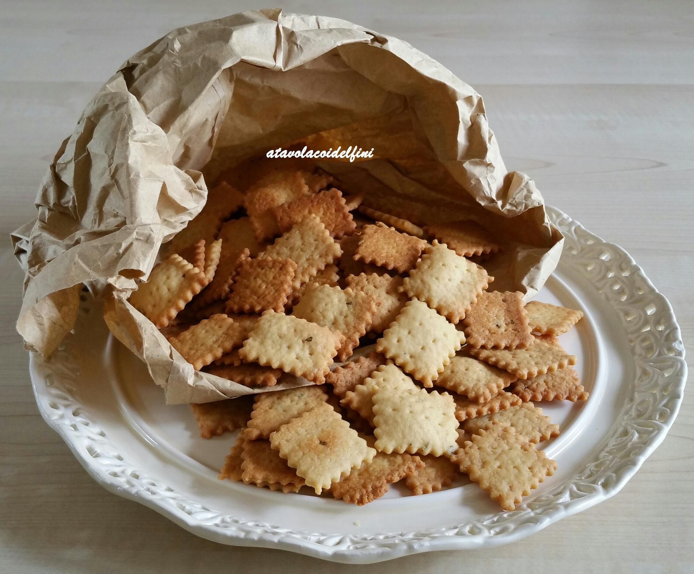 Crackers di semola all'Aglianico rosato, olio evo e rosmarino