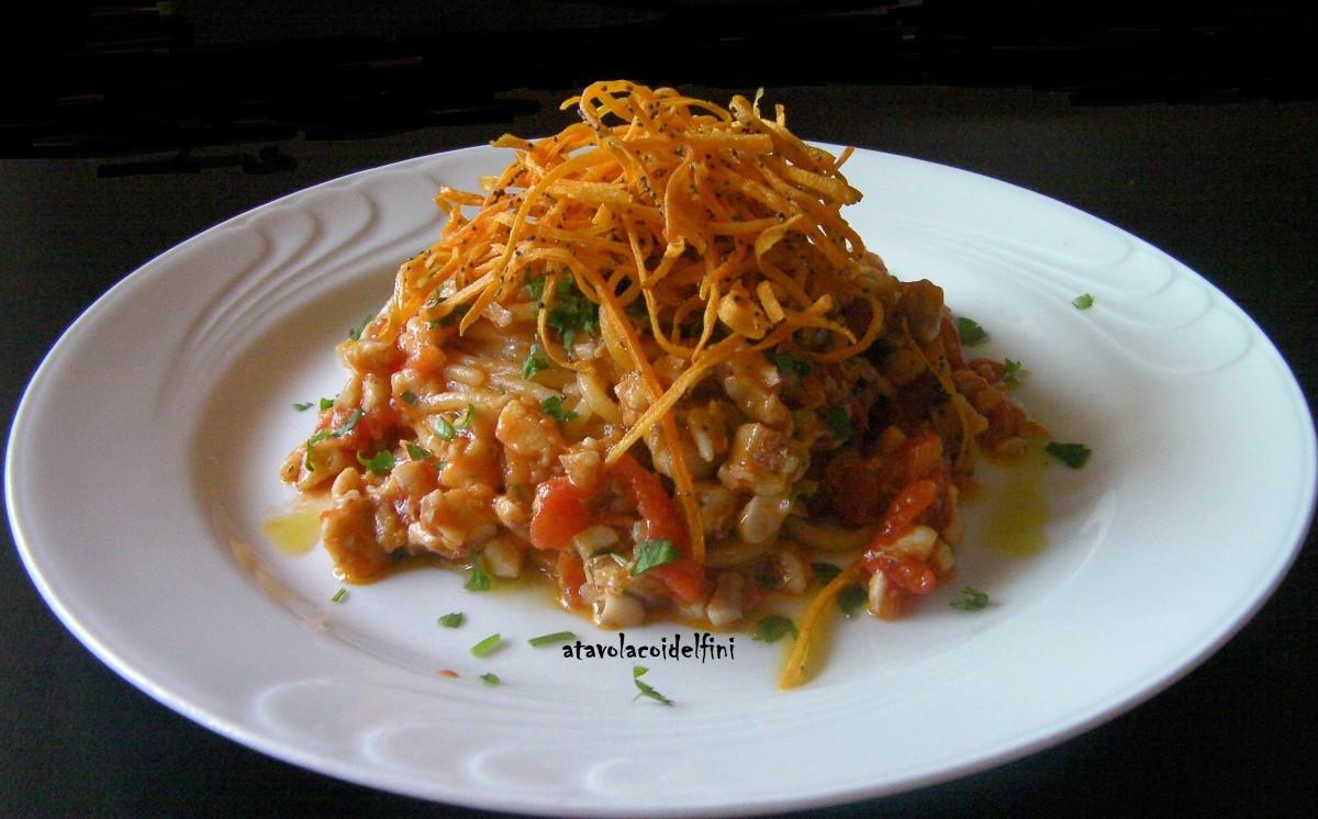Spaghetti di semola trafilati al bronzo con ragout di triglie e carote ai semi di papavero