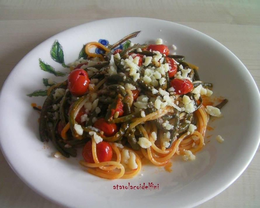 Spaghetti trafilati al bronzo, pomodori ciliegia, fagiolini pinti e briciole di provolone podolico