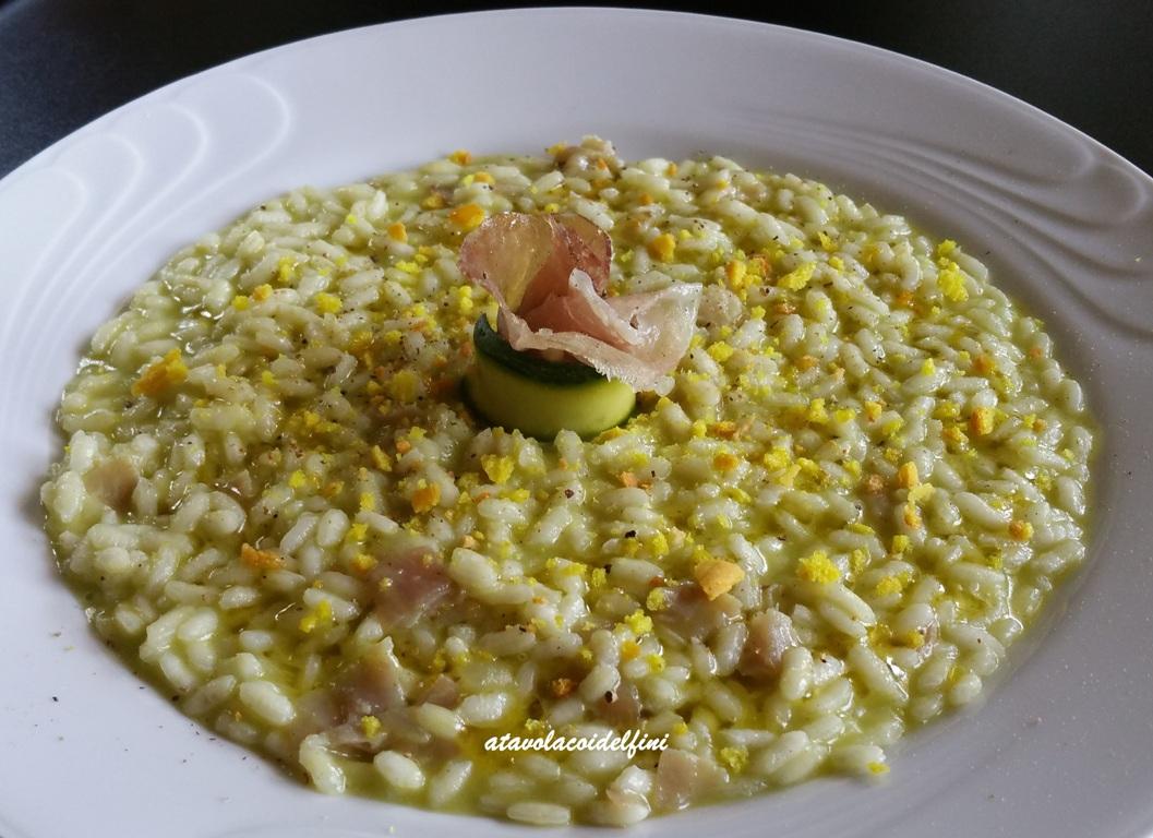 Risotto con zucchine, lonza lardellata e briciole di frisa alla curcuma