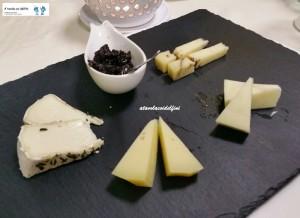 Selezione di formaggi con confettura di mele cotogne al cotto di fichi
