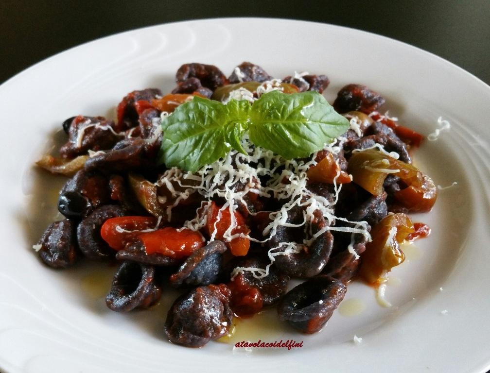 Orecchiette alle olive celline, peperoni, pomodori fiaschetto e cacioricotta di capra