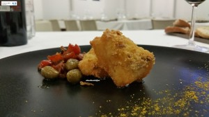 Baccalà fritto, olive pizzute e curry
