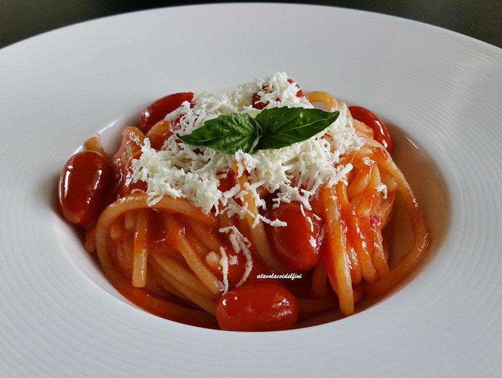 Spaghetti al pomodoro e cacioricotta