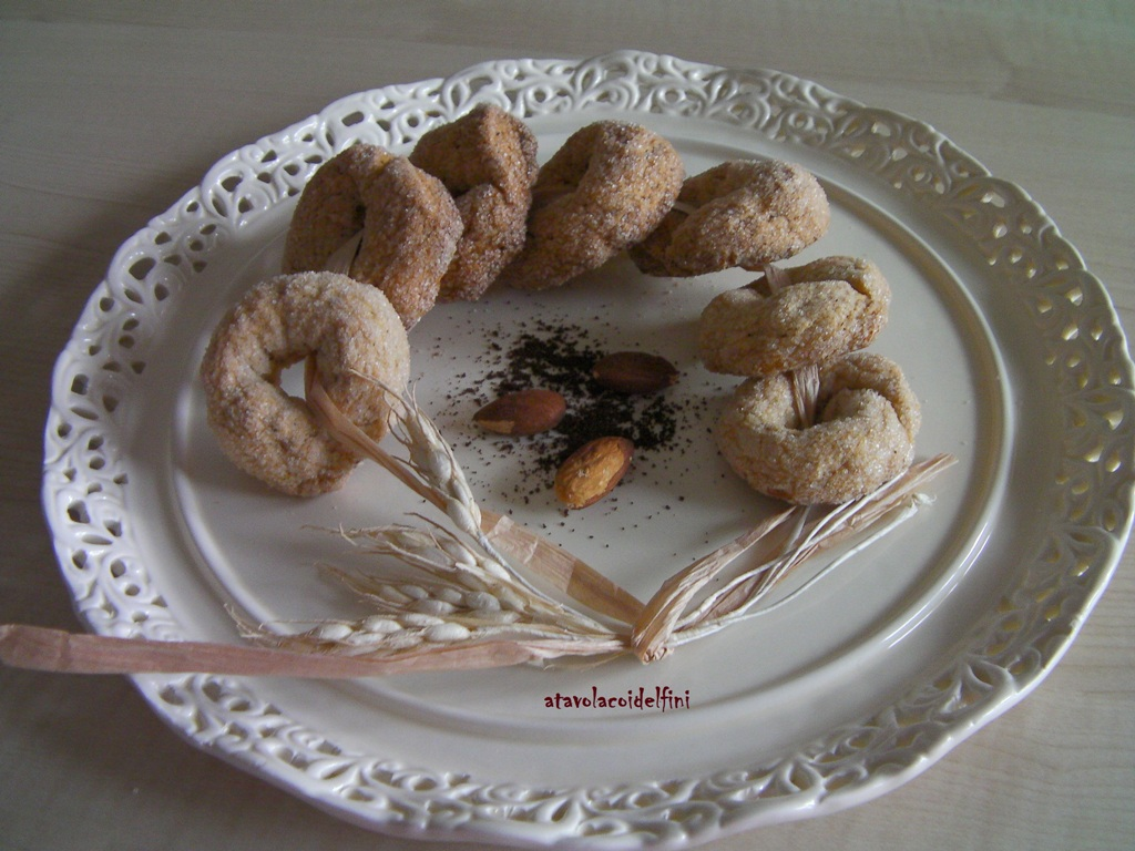 Taralli dolci all'olio evo con mandorle tostate e caffè