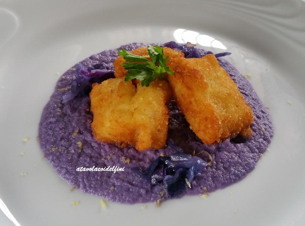 Baccalà in pastella croccante su crema di cavolo viola
