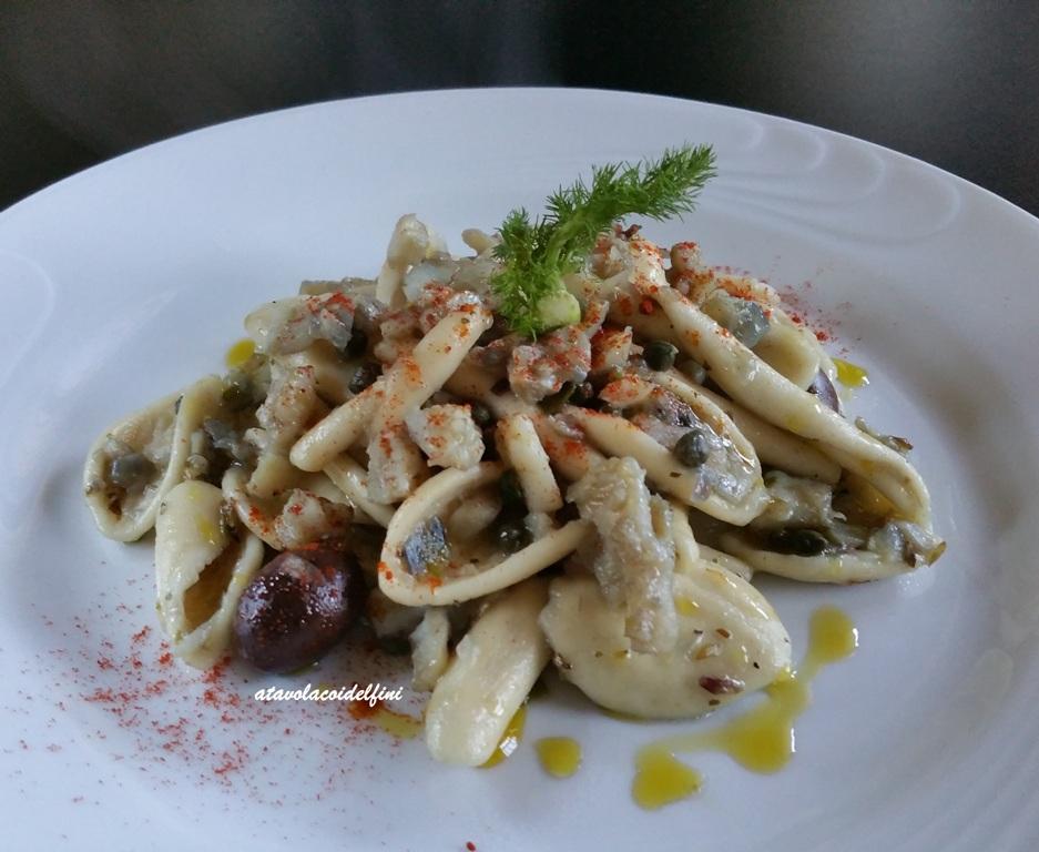 Maritati al baccalà, olive leccino, capperi e polvere di crusco