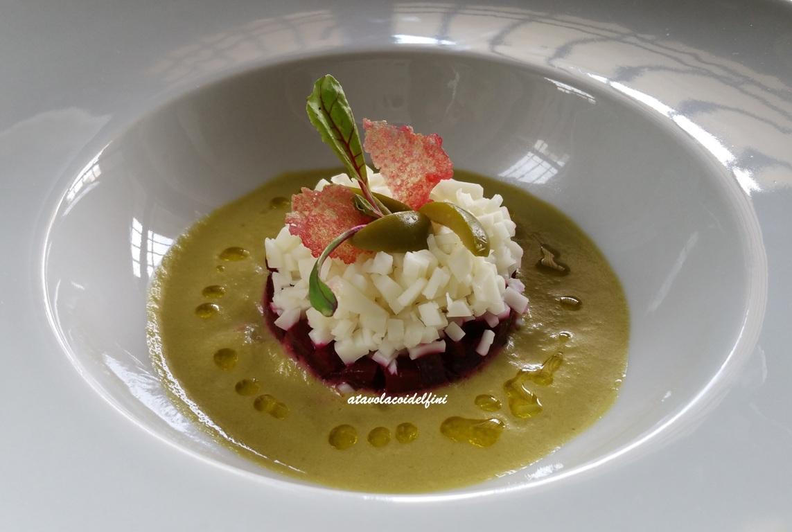 Barbabietola rossa e la sua cialda, caciocavallo cilentano su crema di olive Nocellara del Belice