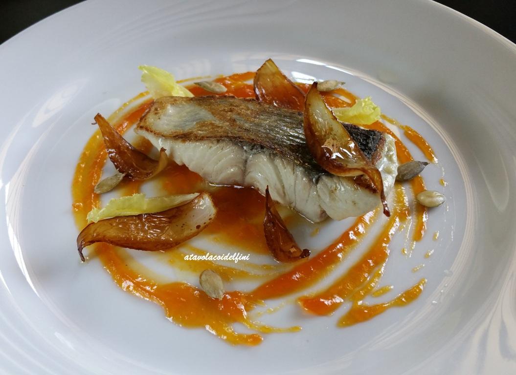 Pesce serra su confettura di zucca e arance, cipolla al balsamico e lattughino