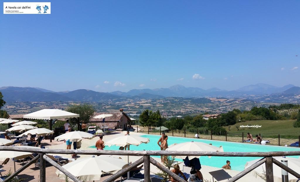 Il colle del sole e la piscina su matelica a tavola coi for Piscina i delfini
