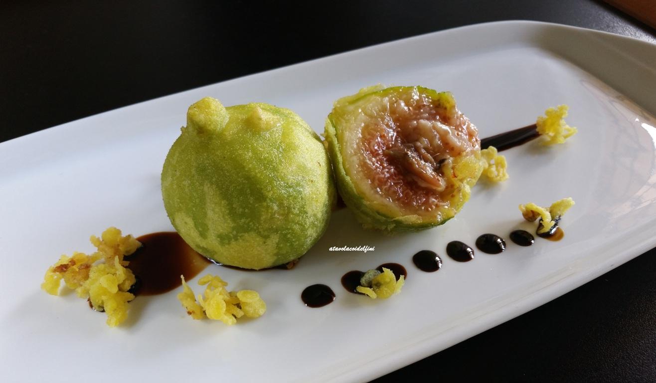 Fichi in tempura croccante al bombino bianco ripieni di caciocavallo podolico, acciughe e aceto balsamico