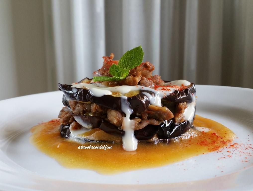 Torretta di melanzane lunghe con salsiccia di Cancellara, crema di parmigiano e salsa di pomodoro giallo salentino