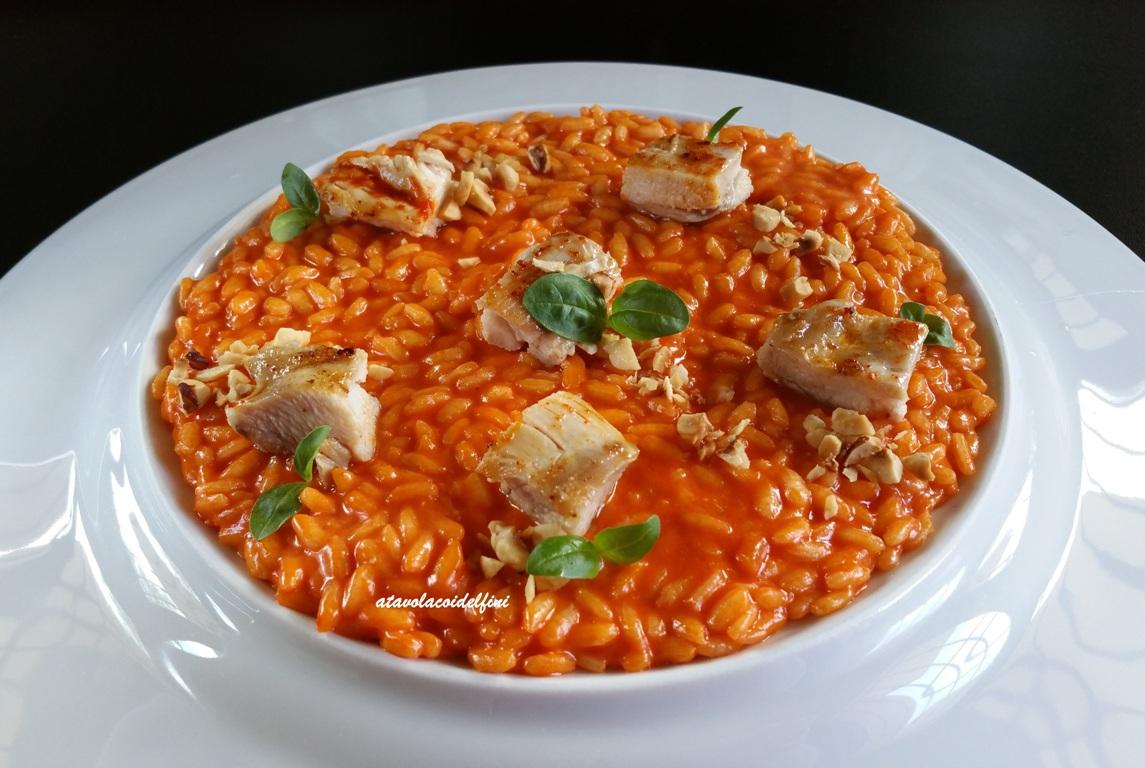Risotto ai peperoncini rossi calabresi, pollo ruspante, nocciole e basilico