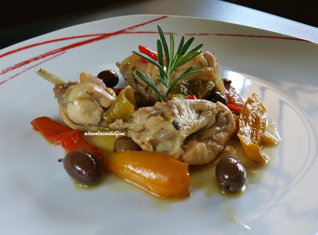 Coniglio ai peperoni e olive leccine