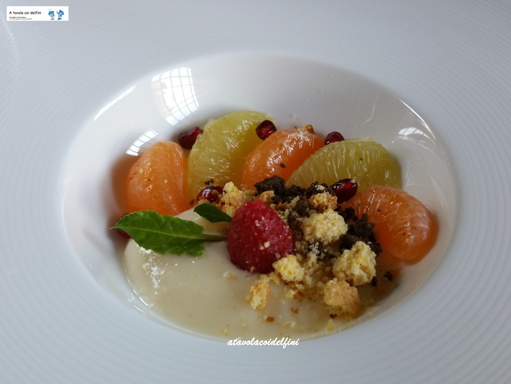 Crema al bergamotto con frutta fresca, crumble ciocco fondente al peperoncino e croccantino alle nocciole