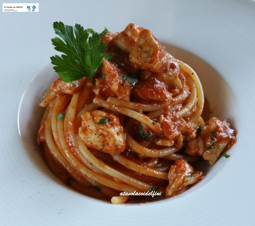Spaghetti al sugo di pomodori datterino e pesce serra