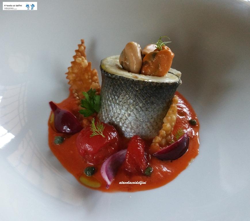 Spigola alla mediterranea su pomodoro emulsionato e cozze
