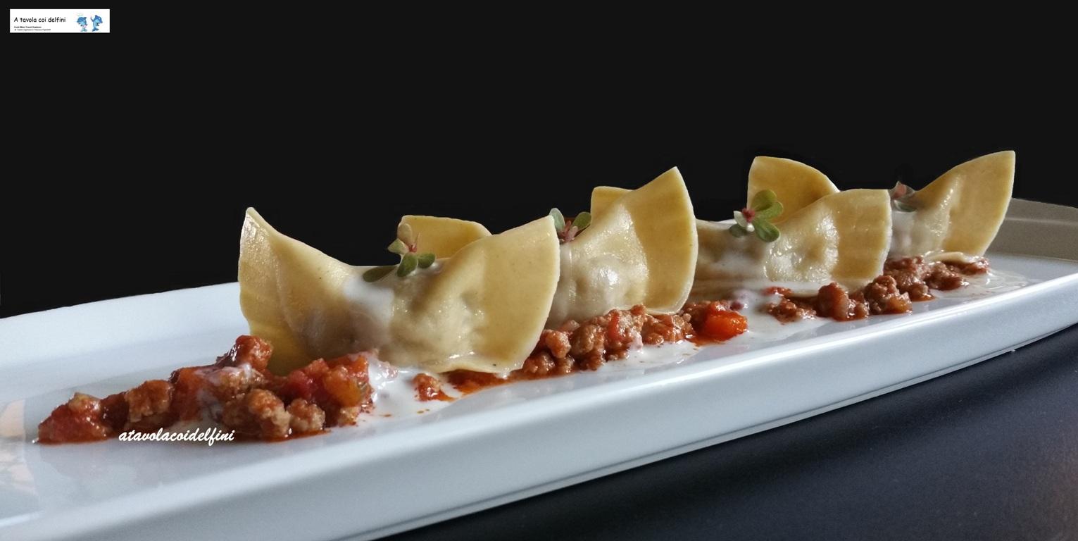Tortelli con le ali alla bolognese e fonduta ai tre formaggi