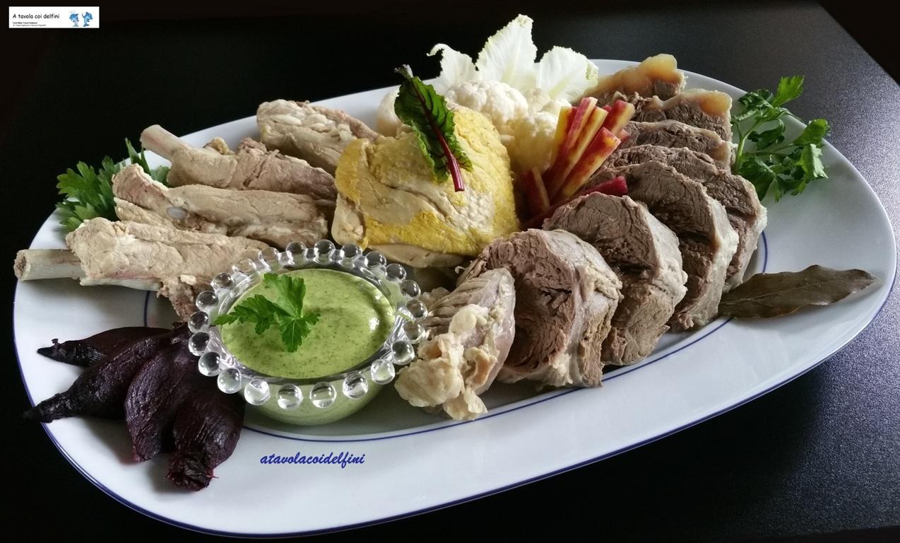 Bollito di carne, salsa verde e verdure in agro