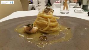 Spaghetti con scampi, datterino giallo e tartufo