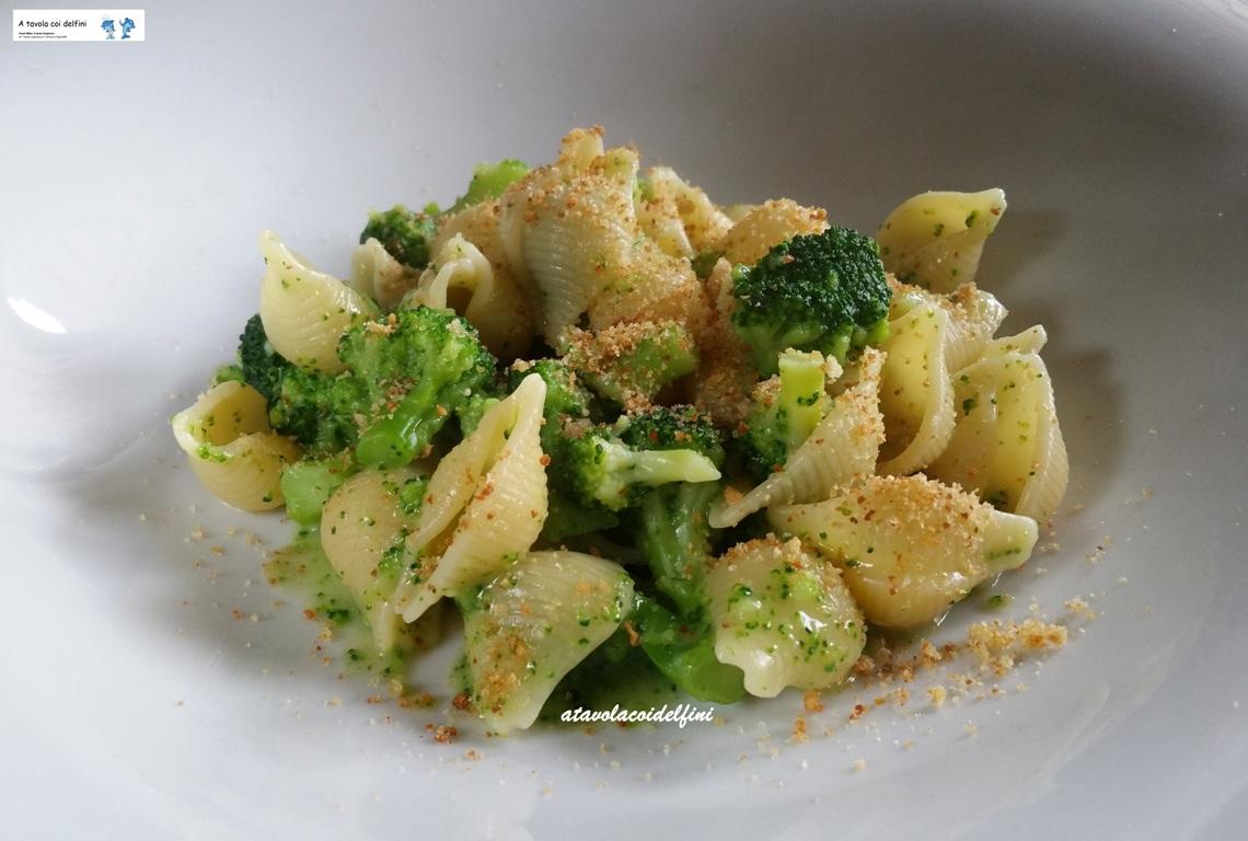 """Conchiglie """"risottate"""" al brodo di crostacei e broccoli"""