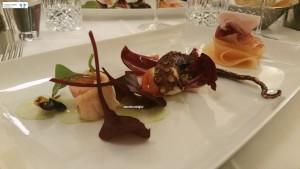 Salmone marinato, polpo arrosto, melone e prosciutto