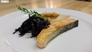 Salmone e cavolo viola marinati