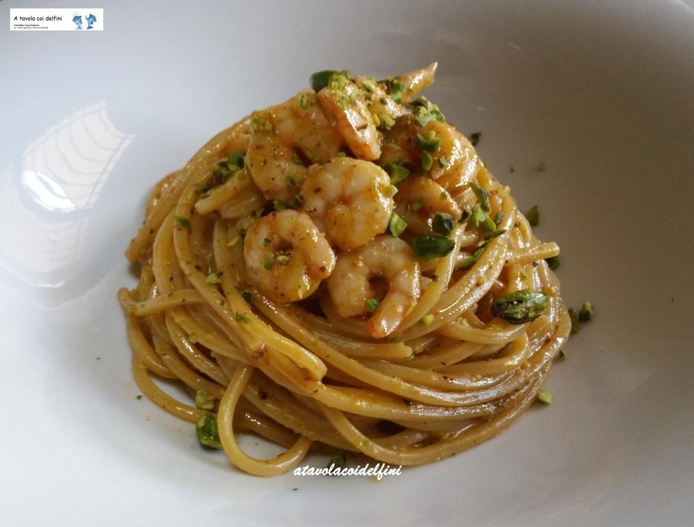 """Spaghetti quadrati """"risottati"""" al fumetto di gamberi di nassa con pesto di pistacchi di Bronte"""