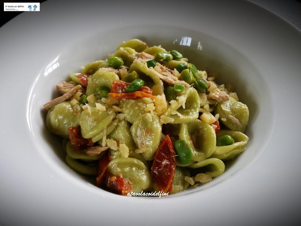 Orecchiette alle fave fresche con palamita sott'olio, pomodori secchi e briciole di caciocavallo