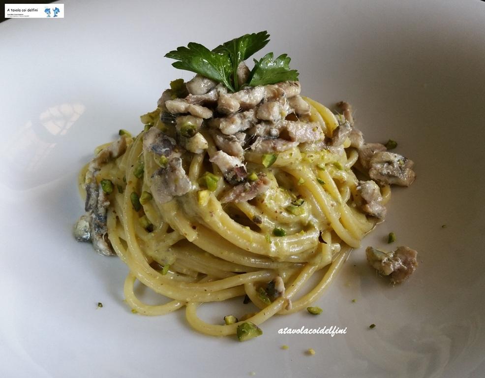 Spaghetti al pesto di pistacchi e alici