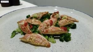 Triglie, broccoli e coulis i lamponi
